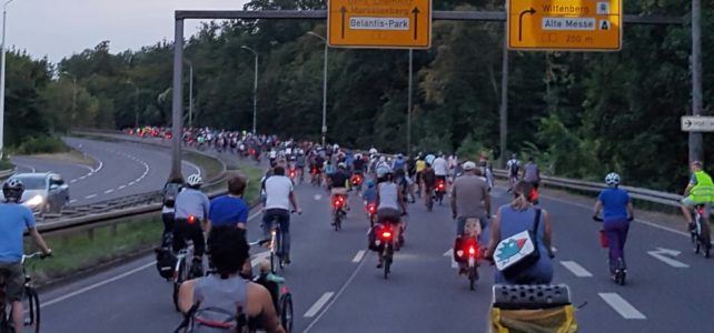 Die Revolution fährt Fahrrad! Daher: Radwegebau in den Kommunen beschleunigen.