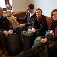 LINKE Abgeordnete spenden Schlafsäcke für Wohnungslose